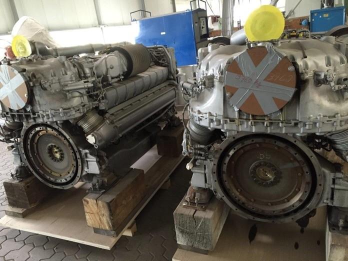 In stock used MTU engine 2 pcs MTU 16V 2000 M72  536 107 271 / 536 107 272